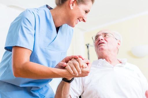 What Makes a Perfect Senior Caregiver?